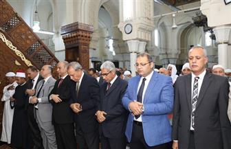 محافظ قنا يؤدي صلاة عيد الفطر بمسجد سيدي عبدالرحيم القنائي |صور