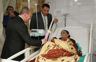 """محافظ كفرالشيخ يهدى """"الوروّد"""" لمرضى المستشفى العام"""
