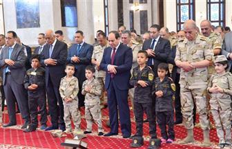 ننشر تفاصيل أداء الرئيس السيسي صلاة عيد الفطر بصحبة أسر وأبناء الشهداء| صور