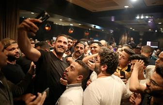 """أمير كرارة يواصل احتفاله بتصدر """"كازابلانكا"""" أفلام العيد وسط جمهوره/ صور"""