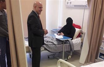 نائب رئيس جامعة أسوان يزور الطالبات المصابات ويطمئن على سير لجانهن الخاصة