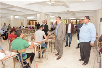 نائب رئيس جامعة أسيوط يطمئن على انتظام امتحانات نهاية العام بكليتي الحقوق والهندسة | صور
