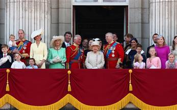 انتهاء موكب عيد ميلاد الملكة إليزابيث بصورة جماعية من شرفة قصر باكينجهام | صور