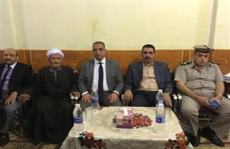"""محافظ سوهاج يؤدي واجب العزاء لأسرة الشهيد """"محمد فايز"""" بالمنشاة"""