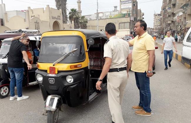 حملات لضبط مركبات  التوك توك  والباعة الجائلين أمام كوبري ميت علوان بكفر الشيخ -