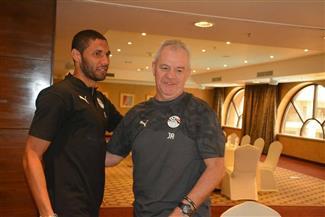 محمد النني يصل إلى معسكر المنتخب في برج العرب | صور