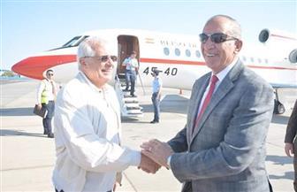 محافظ البحر الأحمر يستقبل وزير خارجية إسبانيا بمطار الغردقة| صور
