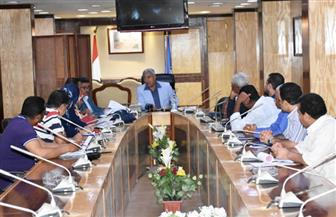 محافظ أسوان يعقد اجتماعا لاستعراض مشروع تجديد البنية الأساسية | صور