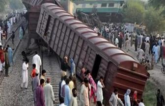 مقتل 11 وإصابة عشرات في تصادم قطارين بباكستان