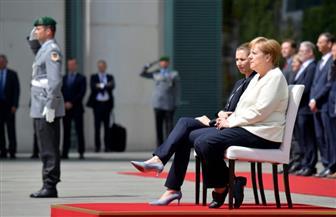 للمرة الثانية.. ميركل تجلس خلال استقبال عسكري لضيفة أجنبية