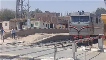 مديرية أمن الأقصر: مصرع وإصابة 7 في حادث اصطدام قطار بسيارة في مزلقان الكرنك