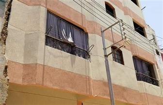 الأقصر تواصل طلاء واجهات المنازل باللون الموحد   صور