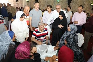 محافظ المنوفية يسلم مساعدات مالية لعدد من الأسر الفقيرة والأولى بالرعاية ببركة السبع