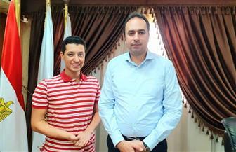 نائب وزير التربية والتعليم يستقبل الطالب الموهوب إياد محمود الشناوي | صور