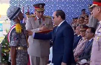 الرئيس السيسي يمنح أوائل خريجي معهد ضباط الصف المعلمين نوط الواجب العسكري| فيديو وصور