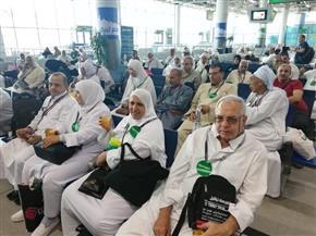 احتفالية لتوديع حجاج بيت الله الحرام بمطار القاهرة