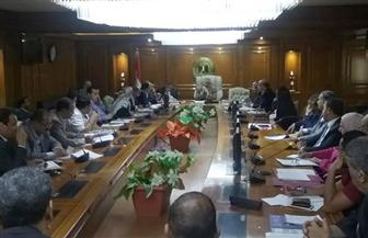 """وزارة التعليم العالي تناقش خطط الجامعات لخدمة المجتمع وتنمية البيئة """"تطوير العشوائيات"""""""