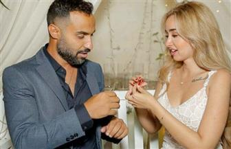 """""""لوك غريب ونظارة شمسية وبلوك وتهديد"""".. هكذا نشأت علاقة الحب بين أحمد فهمي وهنا الزاهد"""