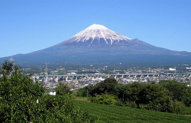 اليابان تسجل أقل عدد لمتسلقي جبل ;فوجي; منذ  عاما