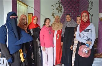 طلاب صيدلة سوهاج ينظمون حملة توعوية عن الصحة الإنجابية بقرية إدفا | صور