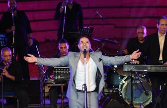 """حضور جماهيري ضحم في حفل مدحت صالح.. والفنان لجمهوره """"بحبكم"""""""