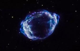فلكيون يرصدون نجمين قزميين محترقين أثناء دورانهما بشكل لصيق حول بعضهما البعض