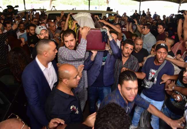 نجوم الفن يشاركون في تشييع جثمان الفنان الكبير فاروق الفيشاوي  صور - بوابة  الأهرام
