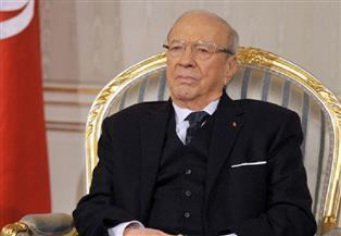 لحظة وصول جثمان الرئيس التونسي الراحل لقصر قرطاج| فيديو
