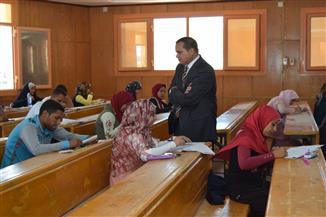 رئيس جامعة سوهاج يتفقد امتحانات الدراسات العليا بكلية الآداب| صور