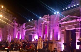 ديانا كرزون تشعل المسرح الجنوبي بالأغاني الوطنية والعاطفية في جرش | صور