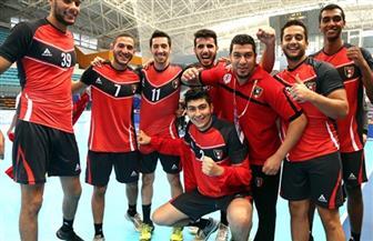 منتخب 2000 لكرة اليد يغادر القاهرة استعداداً لبطولة العالم