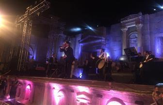 جهاد سركيس يبدأ حفل منير بفقرة من الأغاني الأردنية بختام مهرجان جرش| صور