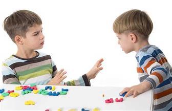 هل يتشاجر طفلك مع زملائه أو ضعيف التركيز؟.. حل المشكلة بين يديك