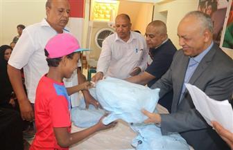 مصطفى بكري يشهد توزيع ملابس العيد على أطفال جمعية رعاية أيتام بقنا | صور