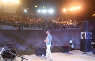 تامر عاشور يبهر جماهير الإسكندرية في ختام مهرجان الأوبرا الصيفي | صور