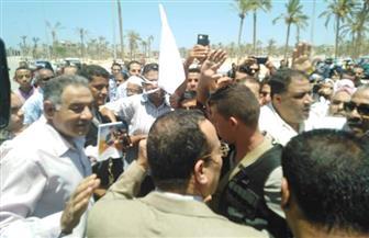 محافظ شمال سيناء يودع حجاج الجمعيات الأهلية.. و3 سيارات لنقلهم للمطار