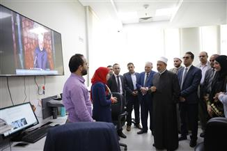 الإمام الأكبر يتفقد مركز الأزهر للفتوى الإلكترونية | صور