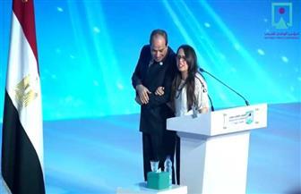 """""""أب حنون وعطوف"""".. والدة هديل ماجد تروي كواليس مصافحة الرئيس السيسي ابنتها"""
