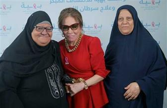 لبنى عبد العزيز تدعم مريضات سرطان الثدي وتحث السيدات على الكشف المبكر | صور