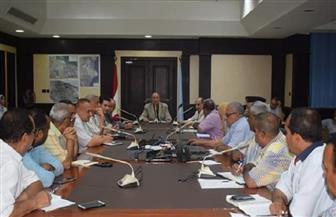 محافظ البحر الأحمر يناقش الموقف التنفيذي لمناطق التطوير الحضري بالغردقة | صور