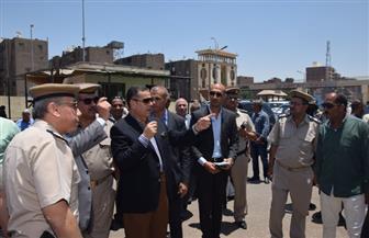 محافظ بنى سويف يتابع انتظام الخدمة بمواقف سيارات الأجرة  بعد إقرار التعريفة الجديدة | صور