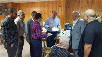 نائب رئيس جامعة المنصورة يتفقد العمل بمكتب التنسيق لتسجيل اختبارات القدرات لطلاب الثانوية العامة | صور