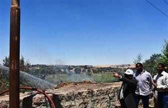 إخماد حريق في أشجار الحلف والهيش بالجانب الشرقي لخزان أسوان| صور