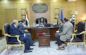 محافظة دمياط تبحث مع هيئة تعليم الكبار خطة محو الأمية  صور
