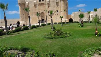 قلعة قايتباي بالإسكندرية تتزين لاستقبال الزائرين في عيد الأضحى | صور