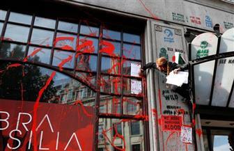 بسبب تغير المناخ تلطيخ سفارة البرازيل في لندن بطلاء أحمر