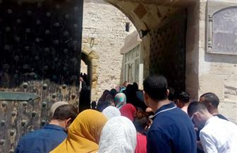 إقبال كبير من أهالي الإسكندرية على زيارة قلعة قيتباي في رابع أيام العيد| صور