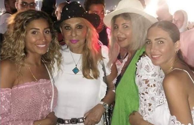 دينا الشربيني تقطع إجازتها في باريس لحضور حفل عمرو دياب