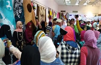مدير هيئة الطفولة يفتتح معرض أيادينا للحرف اليدوية بسوهاج| صور
