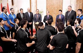تفاصيل استقبال الرئيس السيسي اللاعبين والجهاز الفني للمنتخب الوطني لكرة اليد للناشئين | فيديو وصور
